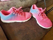 Girls size 6 youth shoes in Fort Riley, Kansas