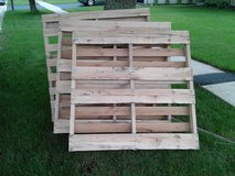 FREE PALLETS in Bolingbrook, Illinois