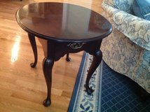 END TABLE  MAHOGANY OVAL EXCELLENT CONDITION, STATTON BRAND, HIGH END in Schaumburg, Illinois