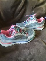 Shoes sport size4 in Travis AFB, California