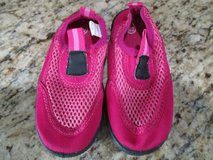 Girls 7/8 Pink Water Shoes in Kingwood, Texas