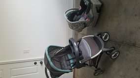 Graco Click Connect travel System. in Camp Lejeune, North Carolina