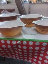 Pyrex set of 4 orchard in Perry, Georgia