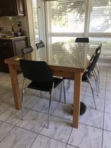 Kitchen table with 6 chairs in Algonquin, Illinois
