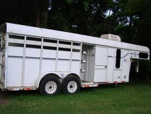2002 DD 3 horse slant goose neck trailer just reduced in Camp Lejeune, North Carolina