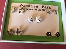 NEW  IN BOX 5 pair of earrings in Chicago, Illinois