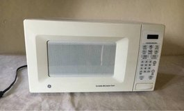 GE Countertop Turntable Microwave Oven - great condition (white) in Elgin, Illinois