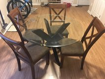 Glass Round Table w/Chairs in Leesville, Louisiana
