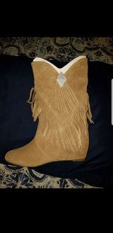 Womens suede fringe boots sz. 6.5 in Chicago, Illinois