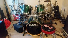 Mapex 5 peice drum set. With cage doubke kick pedal in Beaufort, South Carolina