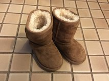 Ugg boots child's size 9 in Lockport, Illinois