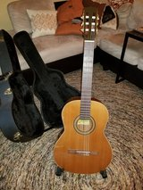 Left handed La Patrie Concert model classical guitar in Glendale Heights, Illinois