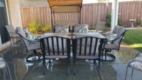 lazy Boy patio table and chairs with cover in Hemet, California