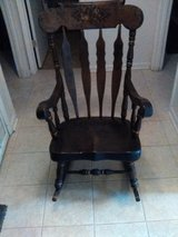 Rocking Chair Antique (mint condition) in Perry, Georgia
