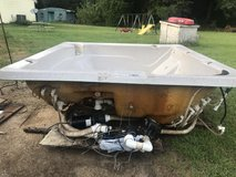 Hot tub needs cabinet tub in good shape has a two year old electric board and blower motor in Perry, Georgia