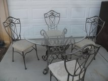 ~~~  Dinning Table + 4 Chairs  ~~~ in Yucca Valley, California