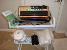 Foodsaver FM4500 vacuum sealer-top of the line in Fort Campbell, Kentucky