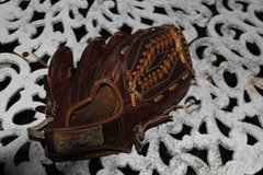 Leather Youth Right Handed Baseball Glove in Macon, Georgia