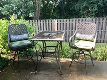 Patio table and chairs in St. Charles, Illinois