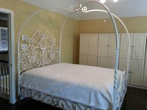 Queen size bed for sale in Kingwood, Texas