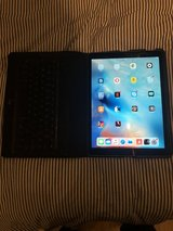 Ipad Pro 12.9 Wifi 256gb Space Gray with Logi Keyboard case in Stuttgart, GE