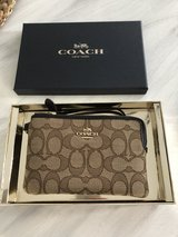 *Reserved* Coach Wristlet  New in Stuttgart, GE