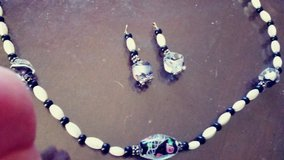 Hand made beaded necklace w/matching earrings in Fort Lewis, Washington