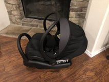 MaxiCosi Mico Max 30 Infant Car Seats - Gently used - Great condition - extra bases in Camp Pendleton, California
