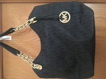 Micheal kors shoulder purse in Aurora, Illinois