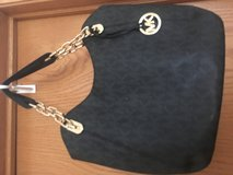 Micheal kors Shoulder purse in Chicago, Illinois