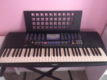 Yamaha PSR-190 w/ stand in Fort Campbell, Kentucky