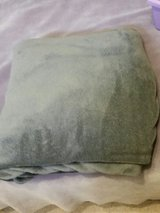 Micro Plush Light Gray King or Queen Sz Blanket in Fort Leonard Wood, Missouri