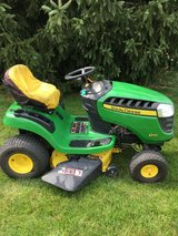 """JOHN DEERE D110 tractor only 162 hours starts runs drives very good 19.5hp motor 42"""" deck hydro ... in Naperville, Illinois"""