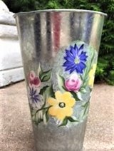 BEAUTIFUL!  HANDPAINTED FLORAL TIN VASE CONTAINER  BRAND NEW! in Lockport, Illinois