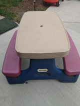 Kids picnic table in Glendale Heights, Illinois