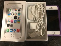 Apple iPhone 5S 64 gb - white / gold - unlocked in Chicago, Illinois