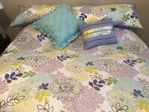 Queen Comforter cover with decorative pillows in Fort Rucker, Alabama