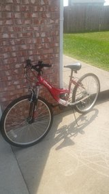 26 inch Women's Bike in Fort Campbell, Kentucky