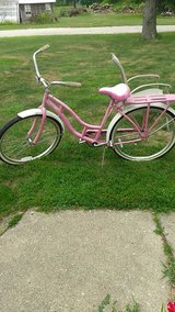 Women's Shwinn Pink bike in Chicago, Illinois