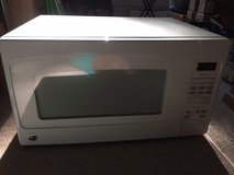GE Microwave Oven JES2051; 2 cubic feet; Perfect Working condition in Cherry Point, North Carolina