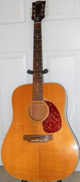 Gibson J50 square shoulder Acoustic Guitar & Hard Case in Fort Polk, Louisiana