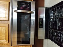 Stainless microwave in Chicago, Illinois