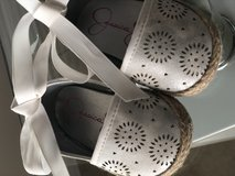 Jessica simpson silver and white shoes in Pasadena, Texas