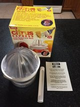 Emson Citrus Express Fruit Cutter and Juicer w/Corer in Bolingbrook, Illinois