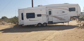 2007 Nuwa Hitchhiker II LS 5th wheel in Yucca Valley, California