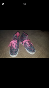 Vans women's size 8 in Chicago, Illinois