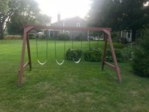 FREE swing set in Glendale Heights, Illinois