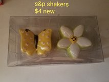 Butterfly and flower salt & pepper shakers in Fairfield, California