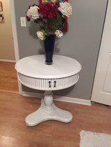 """Nice round table 28,5 """" and high 30"""" in Aurora, Illinois"""