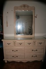 Girls Bedroom set  very good condition in Alamogordo, New Mexico
